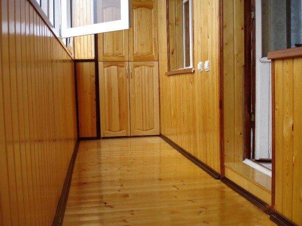 Балкон ПВХ деревянная вагонка