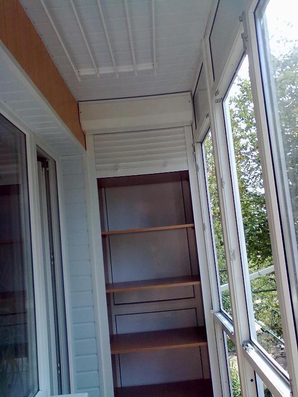 Стеллаж с рольставнями на балкон и лоджию