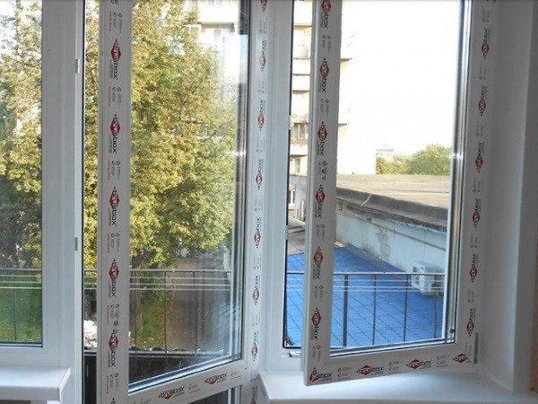 Цена остекления пластиковыми окнами Брусбокс
