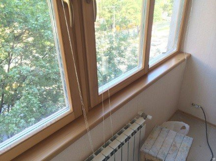 Остекление балкона окнами с деревянной рамой