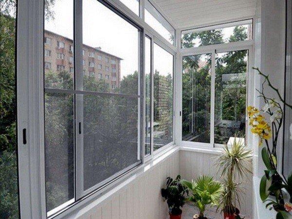 Остеклить балкон классически