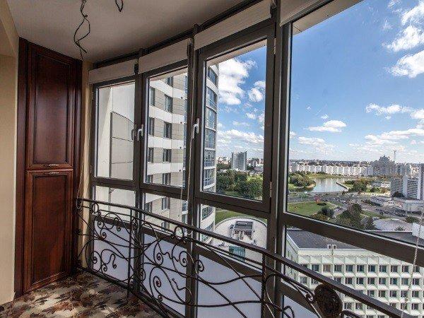Остеклить балкон панорамно