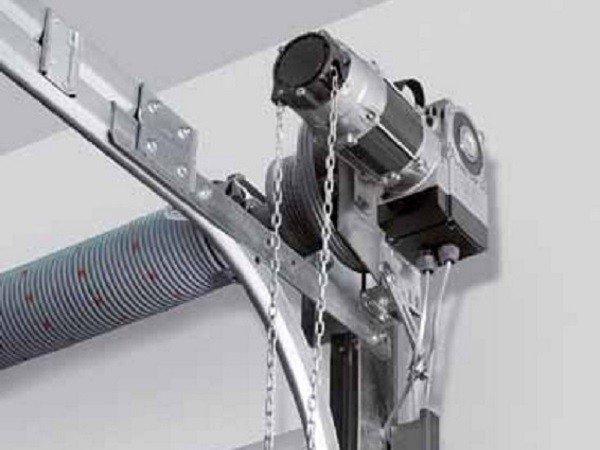 Ручной привод управления воротами секционными