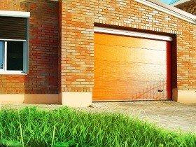 Секционные гаражные ворота для коттеджей