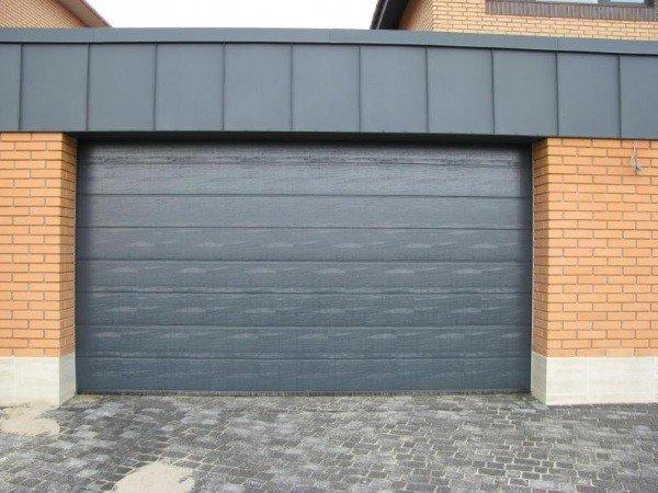 Секционные гаражные ворота средней ценовой категории