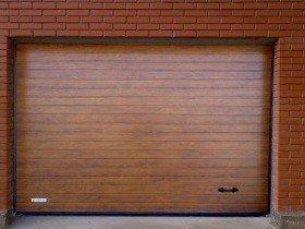 Секционные ворота для гаражей коричневые