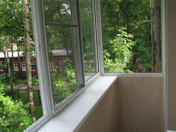 Балкон хрущевки застекленный