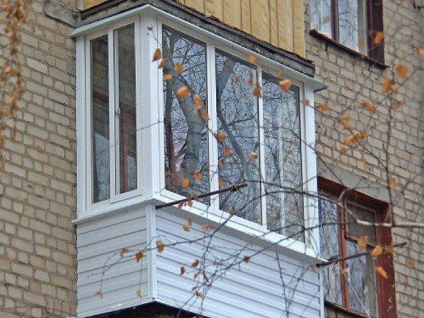 Балкон в хрущевке застекленный