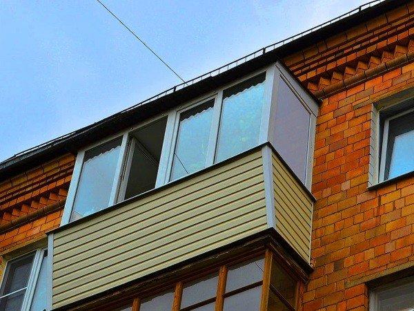 Хрущевка - застекление балкона с крышей
