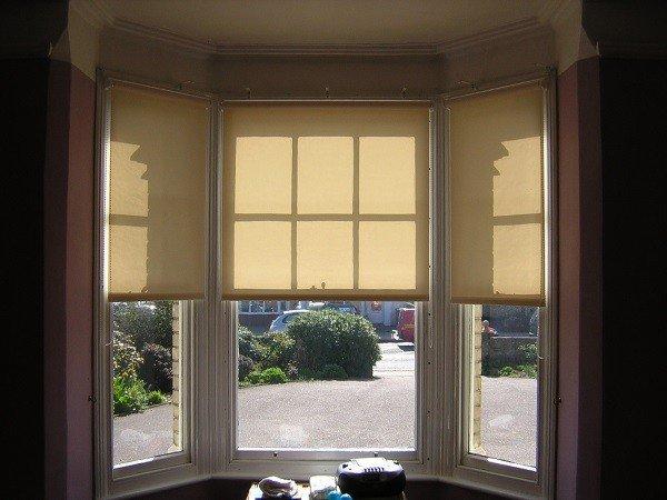 Полупрозрачные шторы на эркерные окна