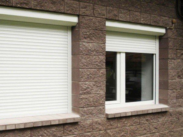 Рольставни наружные на окна первого этажа