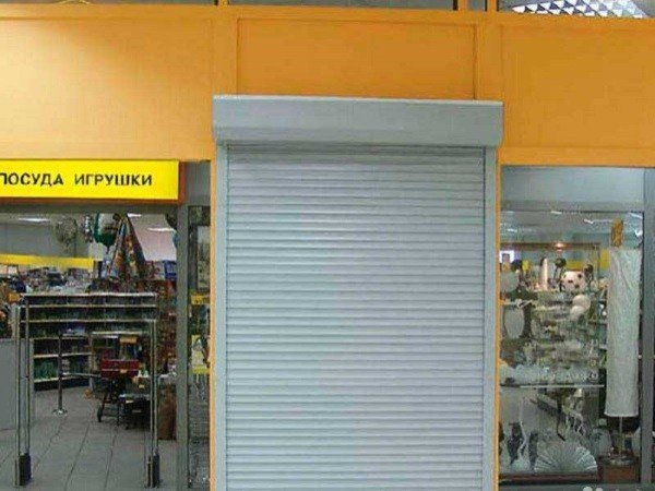 Рольставни внутри павильона для магазина