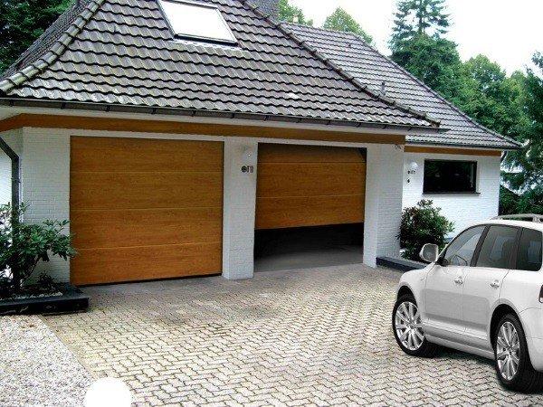 Автоматические секционные гаражные ворота для частного дома