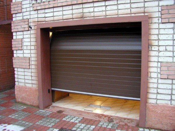 Секционные и рулонные гаражные ворота