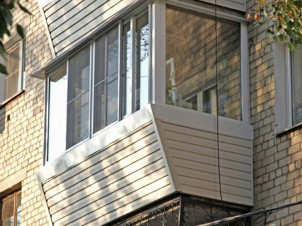 Выносное алюминиевое застекление балкона