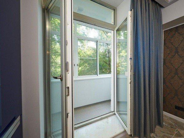 Балконная штульповая дверь