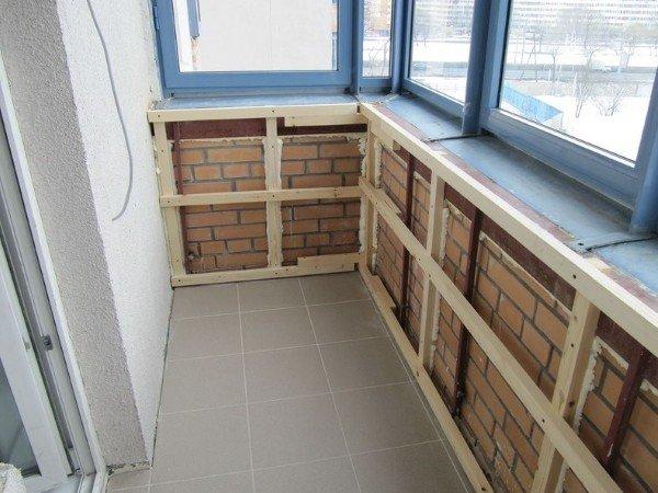Недорогая отделка балкона