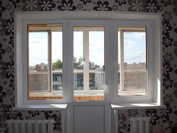 Недорогое пластиковое окно на балкон