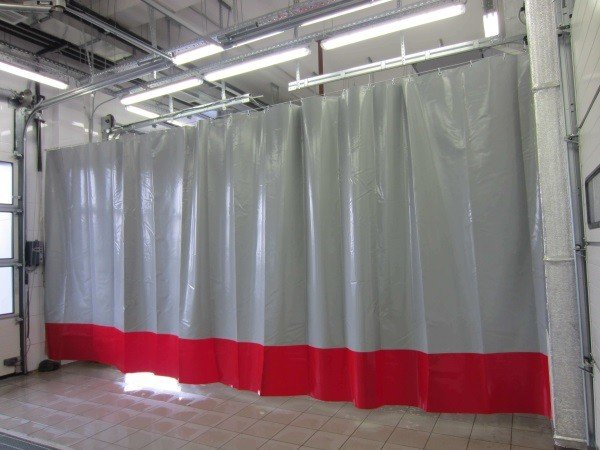Непрозрачные шторы для автомоек