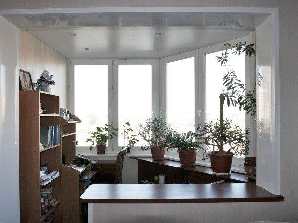 Объединение маленького балкона с комнатой