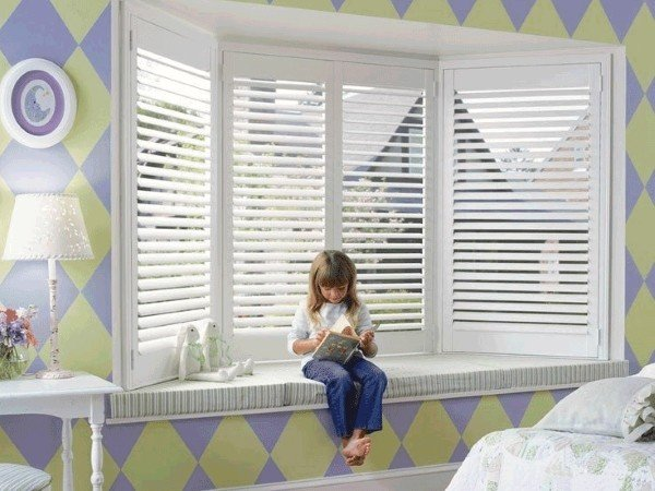 Окна с жалюзи в детскую