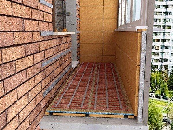 Остекление балкона с утеплением пола