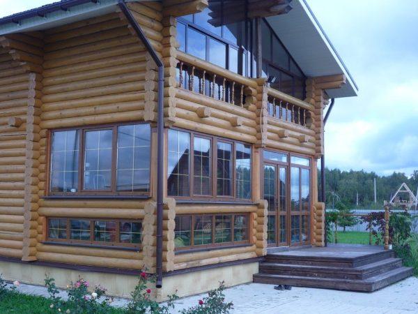 Остекление балкона в деревянном доме