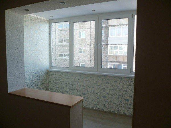Отделка и объединение балкона с комнатой под ключ