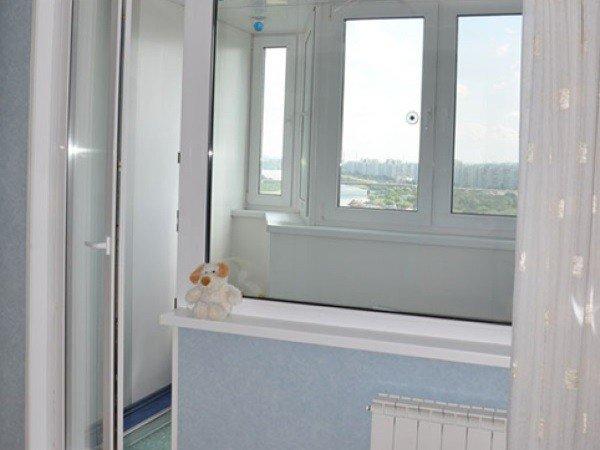 Пластиковое окно с балконной дверью от производителя
