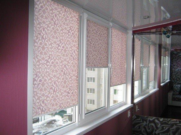 Тканевые жалюзи на окна балкона