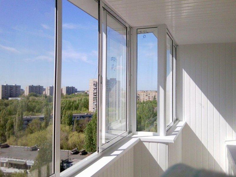 Установка алюминиевого остекления балкона под ключ