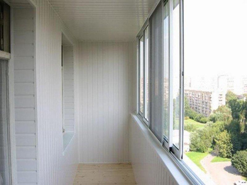 Установка и отделка вагонкой ПВХ балкона под ключ