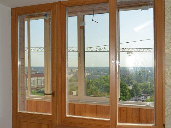 Деревянные окна для балконного блока