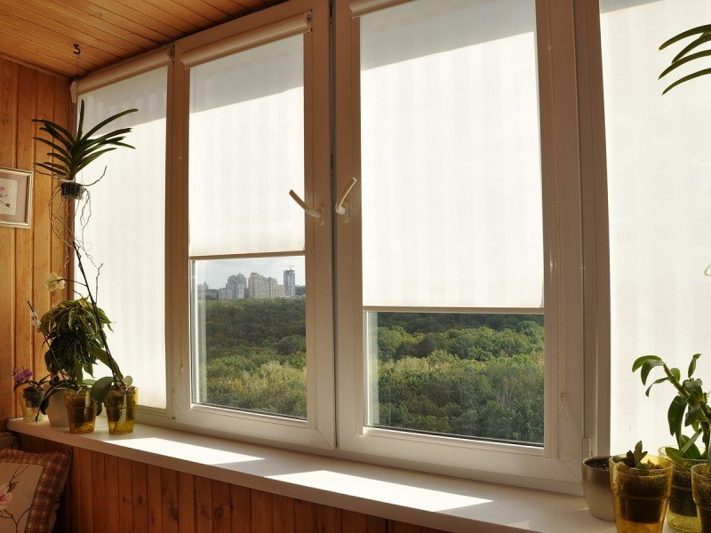 Рулонные шторы на пластиковые окна без сверления