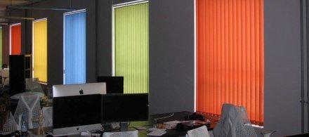 Вертикальные тканевые жалюзи в офис