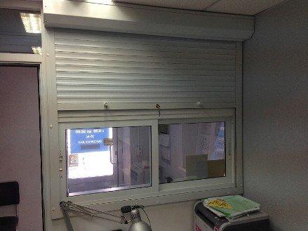 Установка рольставен на пластиковые окна внутри помещения