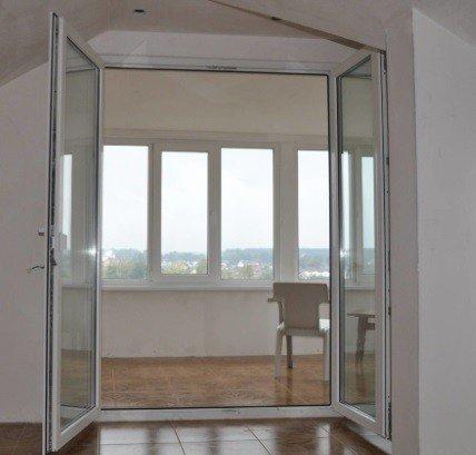 Дверь балконная двухстворчатая