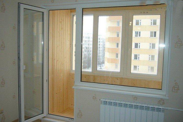 Дверь балконная распашная