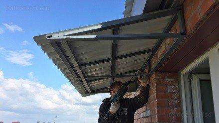 Монтаж балконной крыши