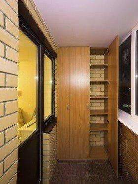 Распашной шкаф на балкон