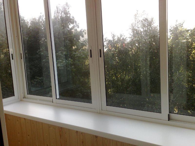 Застеклить балкон дешево холодный вариант
