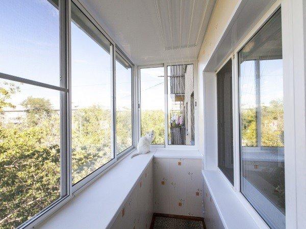 Алюминиевые окна на балконах