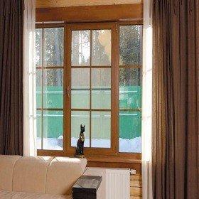 Окна с деревянными рамами с раскладкой