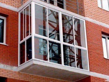 Холодное остекление балкона французское