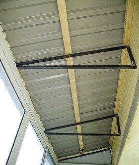 Обновленная крыша балкона