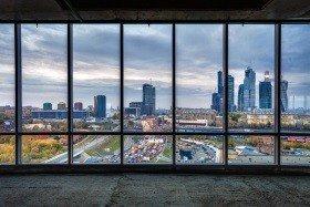 Панорамное окно в коммерческой недвижимости