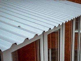 Крыша на балкон ремонт профлистом