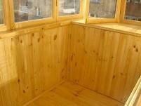 Деревянная вагонка на теплых балконах