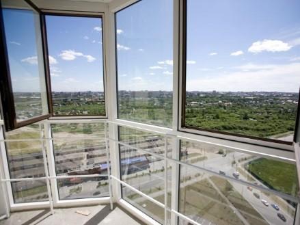 Французские распашные окна на балконе