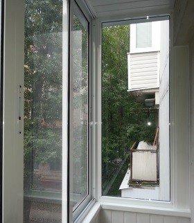 Глухое окно на балконе